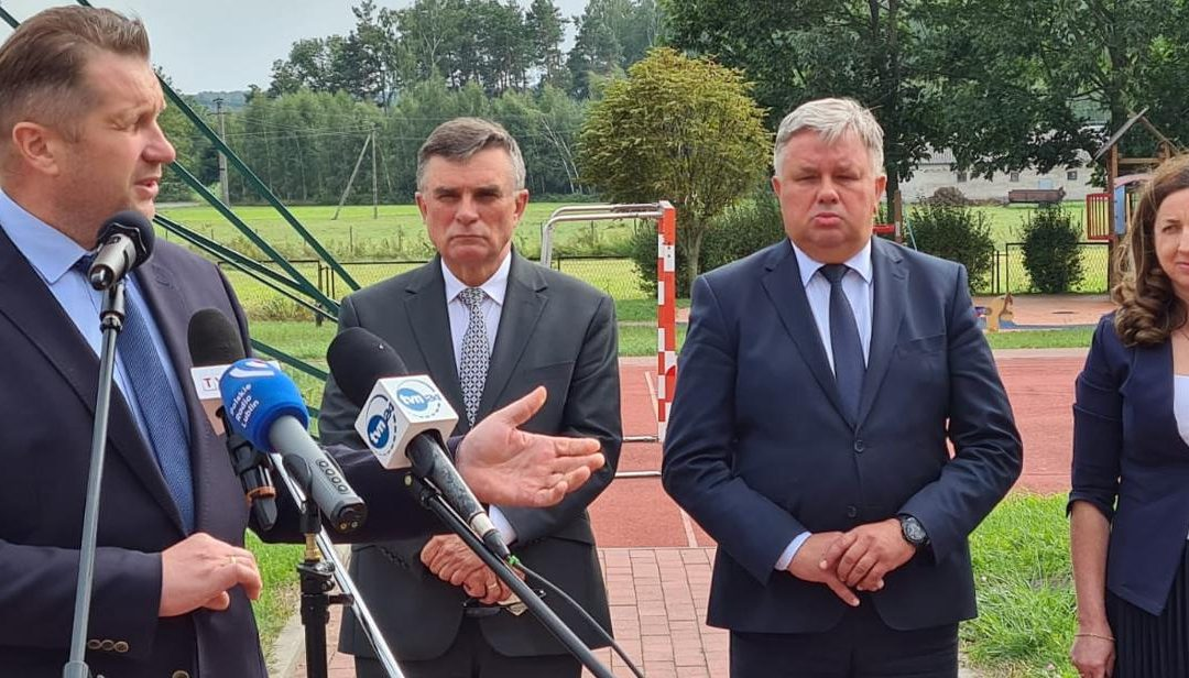 Wizyta Ministra Edukacji i Nauki w gminie Kłoczew – wsparcie finansowe dla szkoły uszkodzonej w wyniku nawałnicy