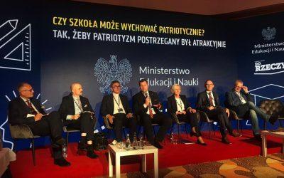 """""""Czy szkoła może wychować patriotycznie? Tak, żeby patriotyzm postrzegany był atrakcyjnie"""" – panel dyskusyjny XXX Forum Ekonomicznego w Karpaczu"""